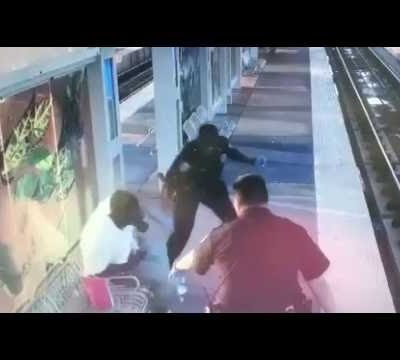 hqdefault 120 400x360 - Graphic Video - Houston Police Baton Beating of Homeless man by Police Officer Jairus Warren
